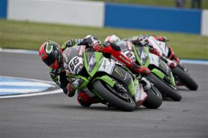 Tom Sykes vence as duas provas