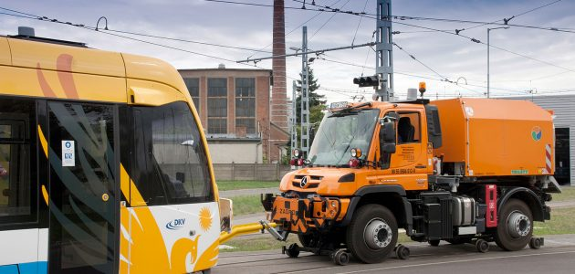 Mercedes-Benz apresenta Unimog versátil para rodar em trilhos e rodovias2